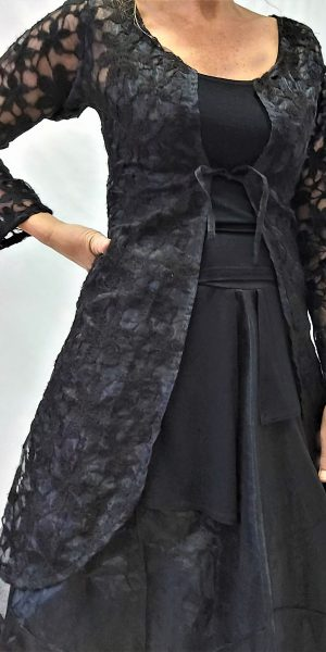 zwart vest met bloemmotief, apart zwart vest, vest van sjàzz