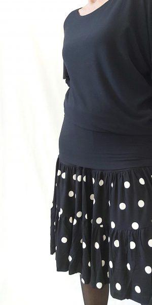 Zwarte rok met witte stippen, Rokje van Rimini, knierok met stippen
