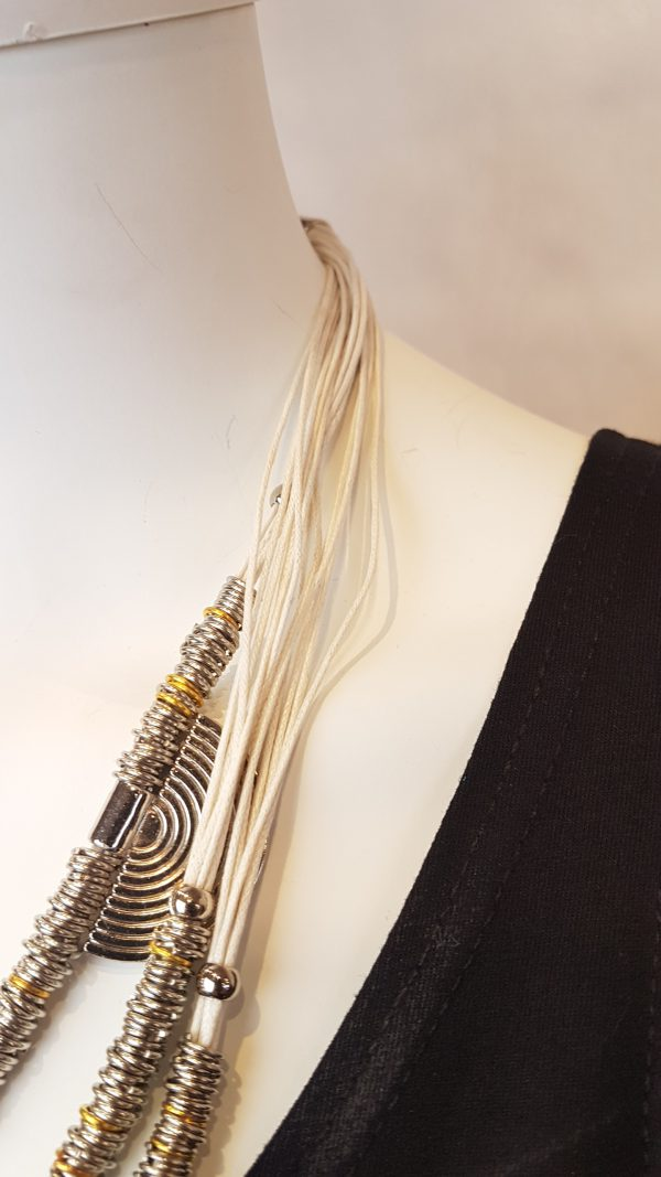 Detail ketting bij Sjàzz-design