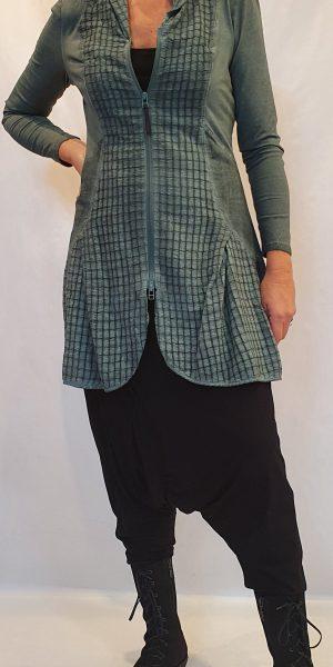 Groene vest, zeegroene vest, simclan, vest bij Sjàzz design, prachtige halflange vest