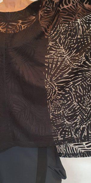 Zwarte tuniek, apoarte tuniek, tuniek met bladmotief, blouse, Nör blouse, zwarte blouse, grote maten