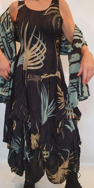 Zomerjurk, zwarte zomerjurk met print, Zwarte jurk met bladmotief, zomerjurk van Nör, Nör bij Sjàzz, Grote maten