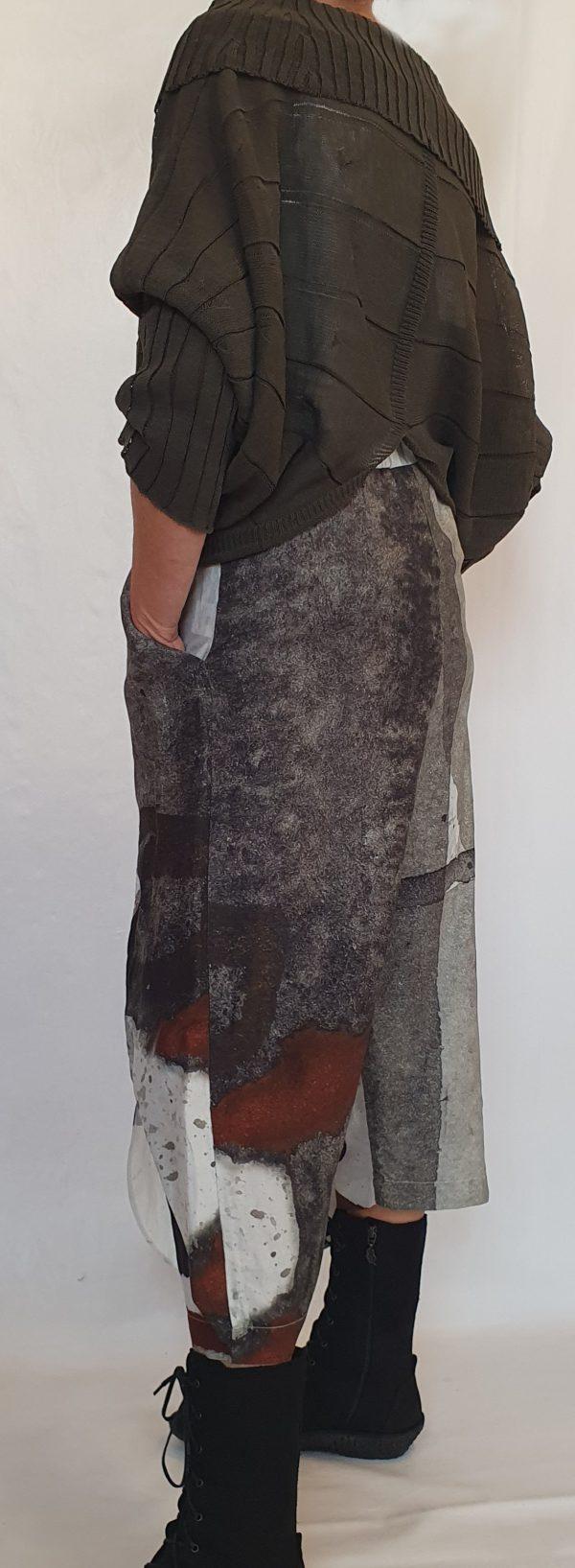 Crea bij sjàzz Design, aparte broekrok van Crea, mooie katoenen top met kraag, legergroen
