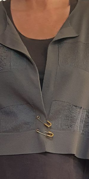 Set van Crea, collectie zomer 2020 Crea, Crea bij sjàzz,prachtig vestje legergroen, kwaliteitskleding, apart vestje Crea
